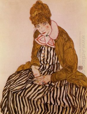 edith schiele seated 1915