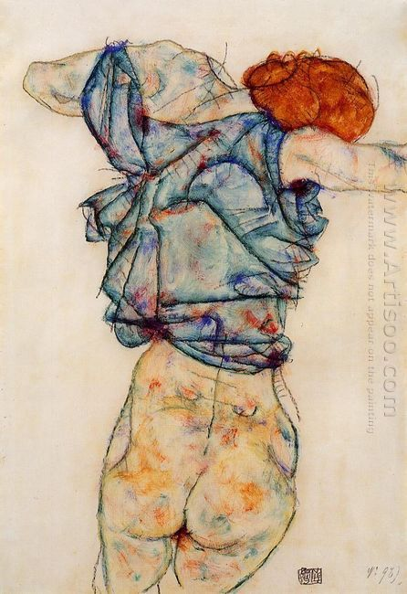 woman undressing 1914