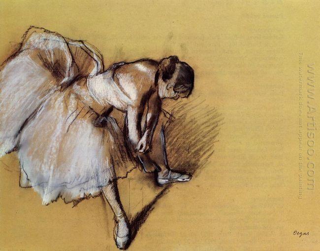 dancer adjusting her sandel