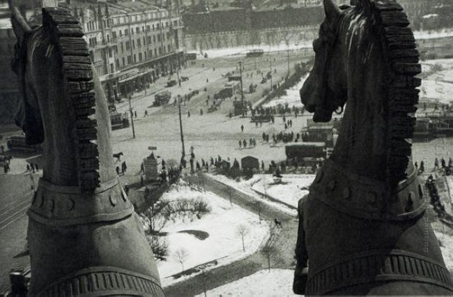 quadriga of apollo on the front of the bolshoi theatre 1929
